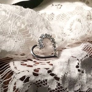 Jewelry - ❤️10K CZ Floating heart pendant